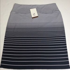 Jofit Lifestyle Black White Slip On Skirt Sz Small